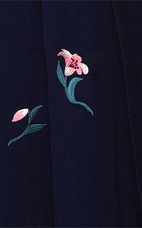 紺ゆり刺しゅう